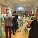 trieste-il-flashmob-degli-operatori-fa-sorridere-i-bambini-in-ospedale