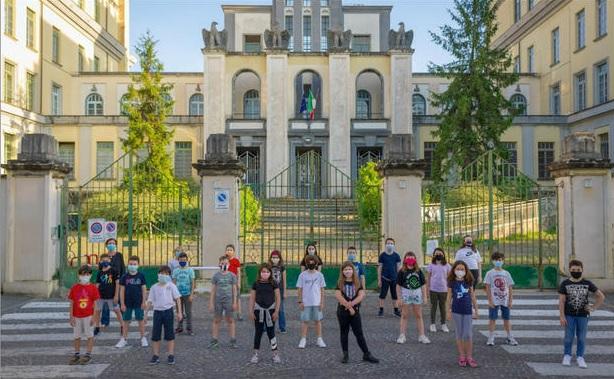 non-si-rinuncia-alla-foto-di-classe-la-soluzione-di-una-scuola-di-roma