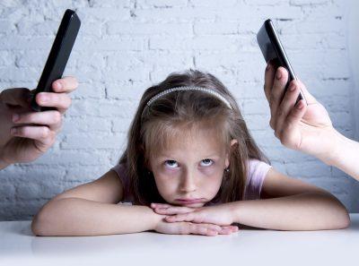 rapporto-genitori-figli-cellulare-terzo-incomodo