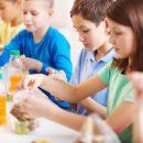 dopo-mangiato-si-puliscono-i-tavoli-l'iniziativa-in-una-scuola-di-torino