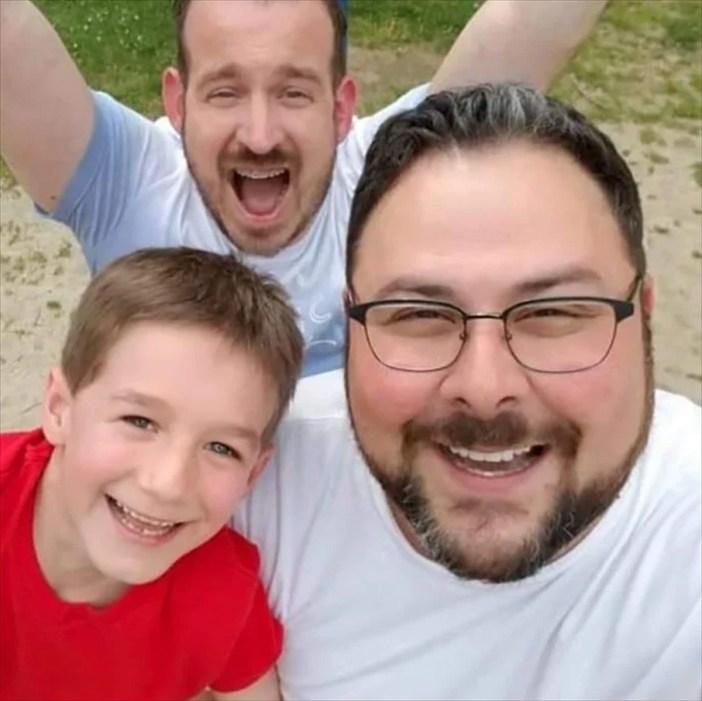 adozioni-le-immagini-virali-del-primo-giorno-da-papa
