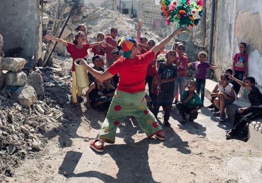 il-clown-che-fa-ridere-i-bimbi-nelle-zone-di-guerra:-storia-del-44enne-italiano-pimpa