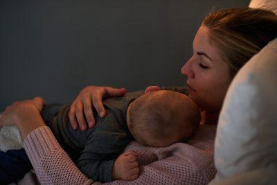 il-neonato-piange-di-notte-per-evitare-che-arrivi-un-fratellino
