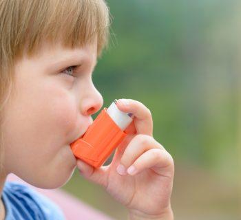 il-tuo-bambino-soffre-di-asma-scopri-con-queste-6-domande-se-lo-stai-curando-nel-modo-giusto