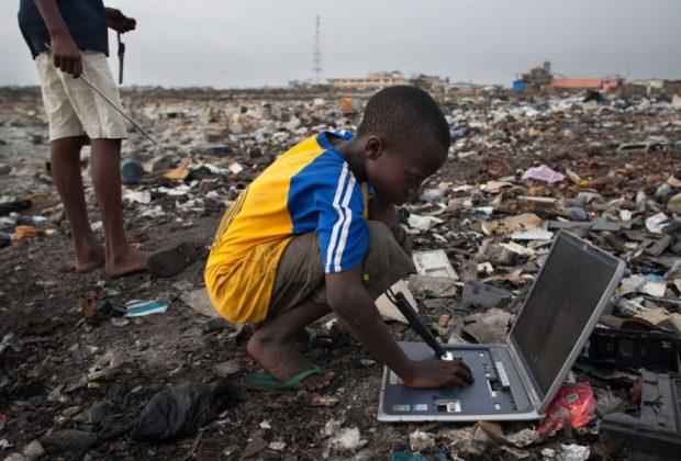 la-discarica-di-agbogbloshie:-i-rischi-per-i-bambini
