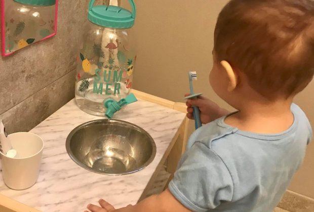 idea-hack-per-il-lavandino-a-misura-di-bambino:-l'idea-di-una-mamma