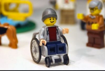 lego:-ecco-il-primo-personaggio-disabile