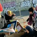 milano-scuola-abbandona-i-libri-sul-marciapiede-ma-alunni-e-genitori-insorgono
