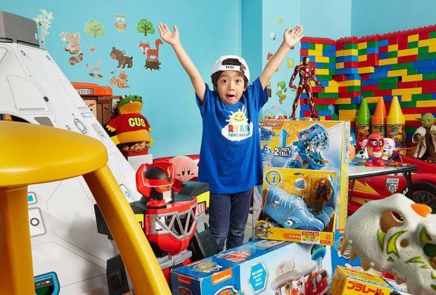 lo-youtuber-piu-pagato-al-mondo-ha-soltanto-8-anni-e-recensisce-giocattoli