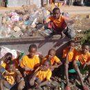 ogni-domenica-in-spiaggia-per-ripulirla-dalla-plastica-liniziativa-per-i-bambini-del-madagascar