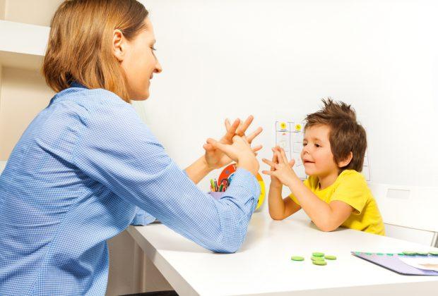 madre-torna-tra-i-banchi-di-scuola-per-aiutare-il-figlio-e-abbatte-le-barriere-contro-l'autismo