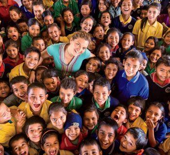 nepal-la-storia-di-maggie-doyne-la-donna-che-ha-adottato-54-bambini-in-piena-pandemia