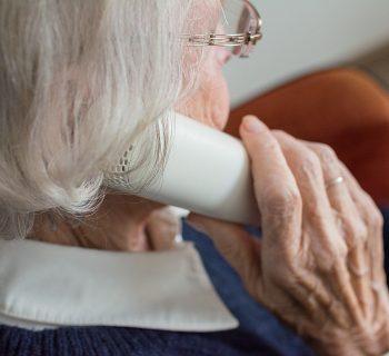 a-bologna-i-bambini-adottano-al-telefono-i-nonni-soli