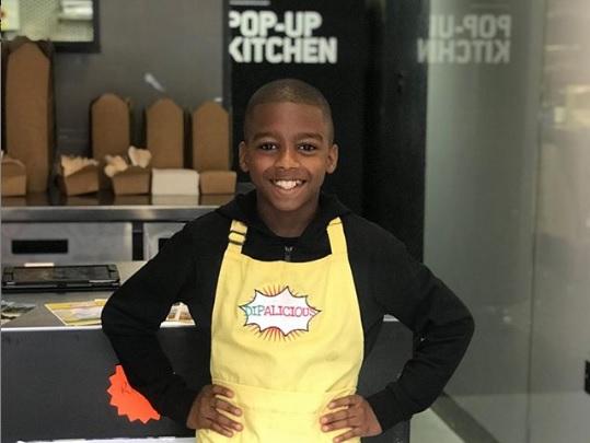 la-storia-di-omari-11-anni-apre-un-ristorante-vegano