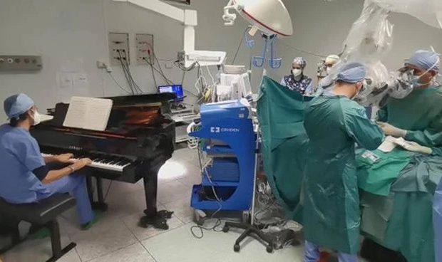 tumore-asportato-sulle-note-di-un-pianoforte-lo-straordinario-intervento-su-un-bambino-di-10-anni