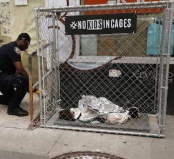 protesta-pro-migranti:-bambini-in-gabbia-nelle-strade-di-new-york