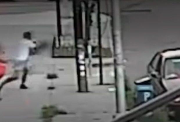 video-shock-della-polizia-mamma-a-new-york-salva-il-figlio-dai-rapitori-video