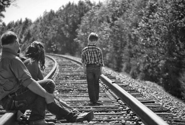 reggio-calabria-tragedia-sui-binari-un-treno-regionale-travolge-mamma-e-due-figli