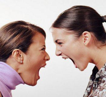 rissa-tra-mamme-a-milano-nellultimo-giorno-di-scuola