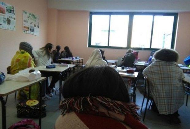 a-scuola-con-la-coperta-in-germania-ma-non-solo-si-fa-lezioni-con-le-finestre-aperte
