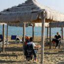 scuola-in-spiaggia-a-vasto-le-lezioni-si-fanno-in-riva-al-mare