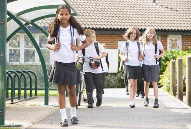scuola-ritorno-alle-uniformi-scolastiche-i-genitori-insorgono