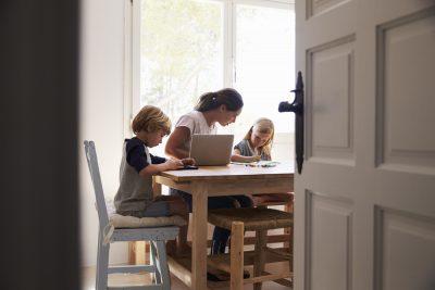 tra-smartworking-e-dad-identikit-della-mamma-in-quarantena