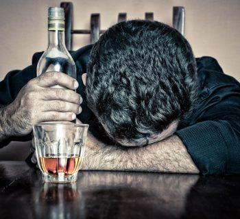 tragedia-in-russia-bimbo-di-11-mesi-piange-i-nonni-ubriachi-lo-gettano-nel-forno