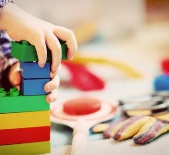 troppi-giocattoli-comportano-uno-sviluppo-non-equilibrato-del-bambino