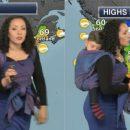 mamma-meteorologa-in-studio-col-bebe-con-il-baby-wearing