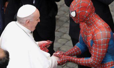 vaticano-in-udienza-da-papa-francesco-ce-spiderman-in-missione-per-i-bambini-malati