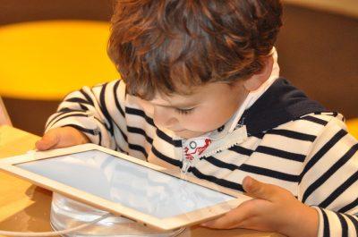 ogni-bambino-ha-1-300-foto-sul-web-prima-dei-13-anni-il-decalogo-per-bambini-e-genitori